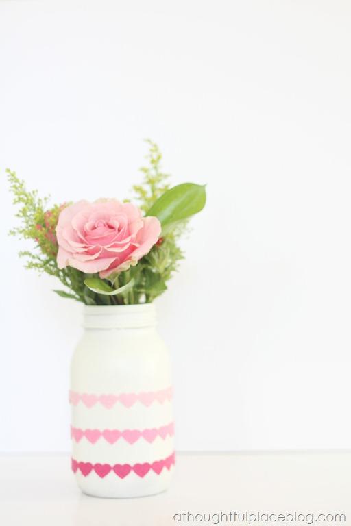 DIY Valentine's Day Mason Jar Decor - Heart Felt Valentine's Day Mason Jar via A Thoughtful Place | https://www.roseclearfield.com