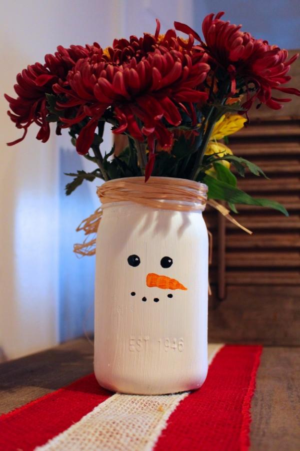 DIY Christmas Mason Jar Decor - Snowman Mason Jar Vase via Weekend Craft | https://www.roseclearfield.com