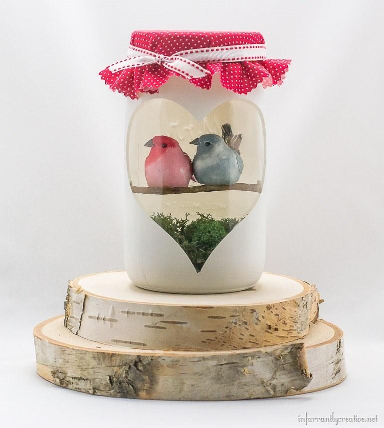 DIY Valentine's Day Mason Jar Decor - Valentine's Day Love Birds Mason Jar Decor via Infarrantly Creative | https://www.roseclearfield.com
