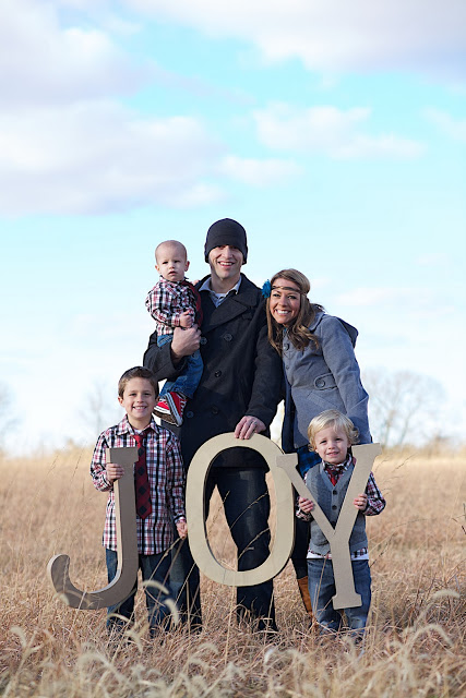 20 Creative Holiday Photo Ideas - Woodall Family via The BMC Report | https://www.roseclearfield.com