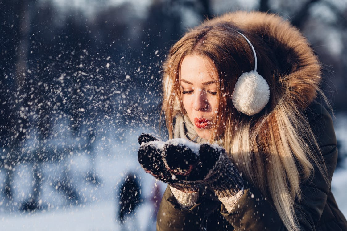 20 Creative Holiday Photo Ideas -Woman Blowing Snow from freestocks.org via Pexels | https://www.roseclearfield.com