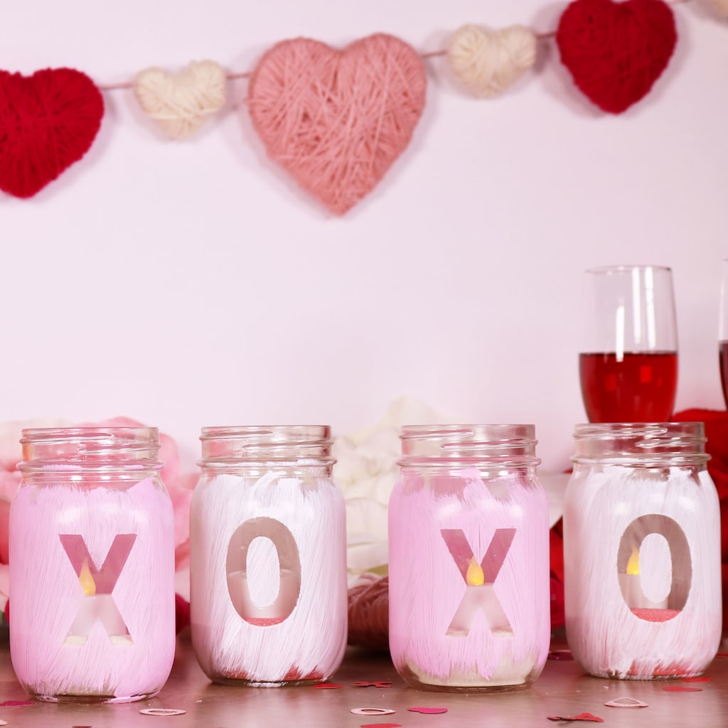 DIY Valentine's Day Mason Jar Decor - XOXO Valentine's Day Mason Jars via Michaels | https://www.roseclearfield.com