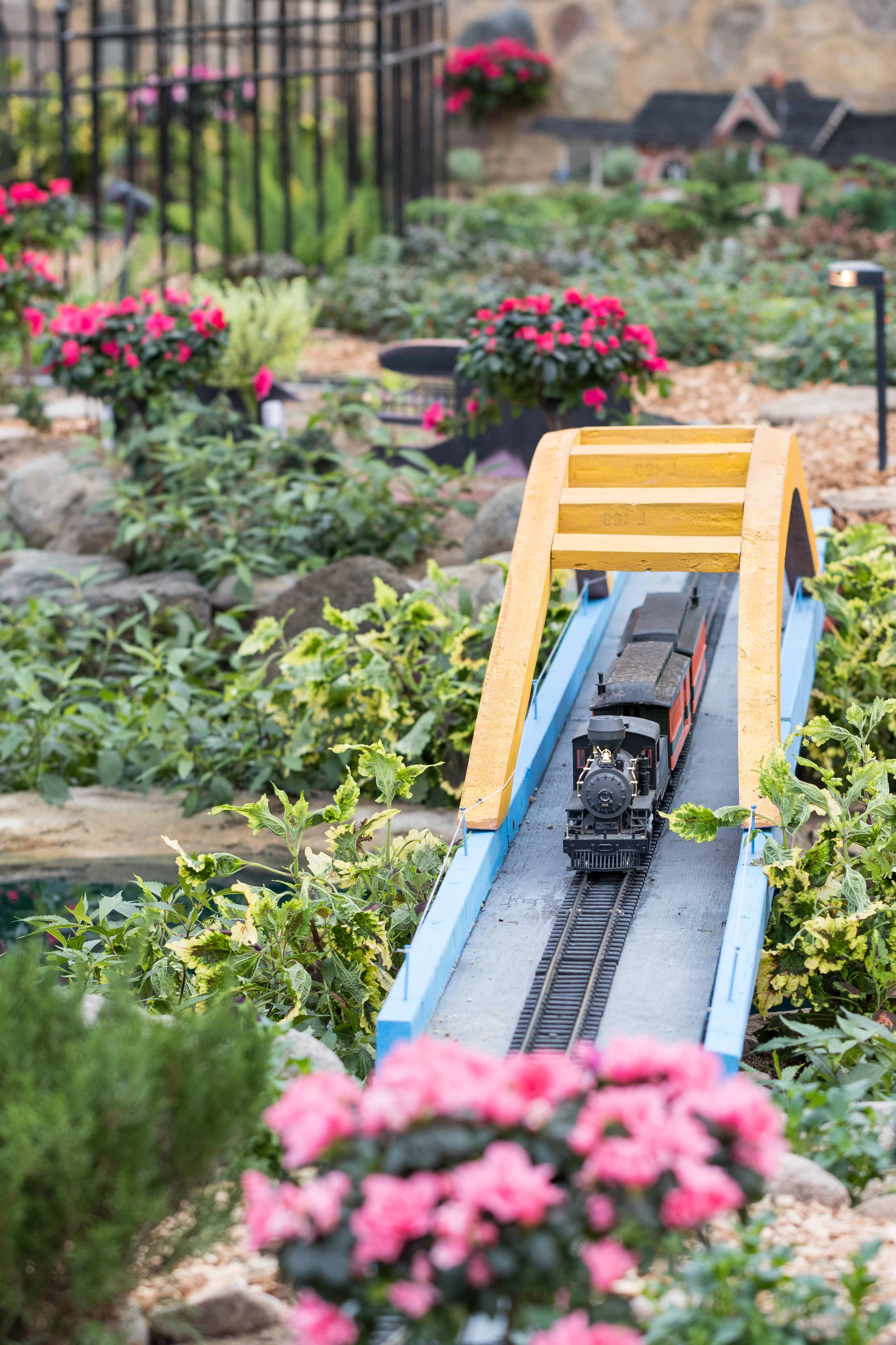Miniature Milwaukee Garden Train Show at the Domes | https://www.roseclearfield.com