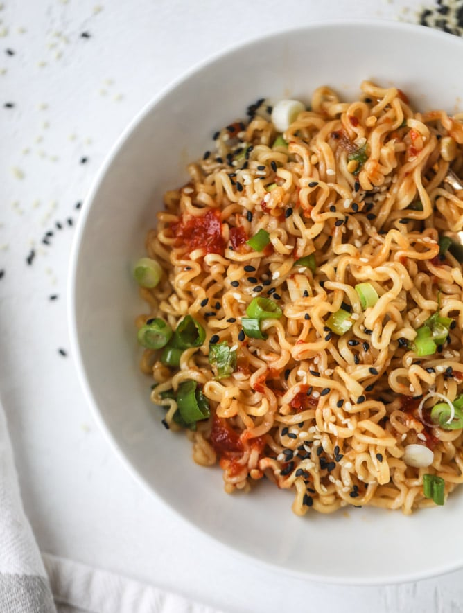 30 Healthy Ramen Noodle Recipes - 15 Minute Sesame Ramen Noodles via How Sweet Eats | https://www.roseclearfield.com