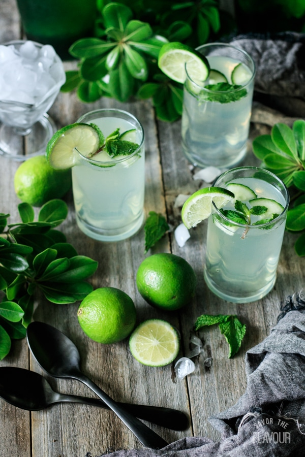 Non-alcoholic drinks for Easter: an easy lime and mint refresher is perfect for spring, via Savor the Flavour. #nonalcoholic #Easter #brunch | https://www.roseclearfield.com