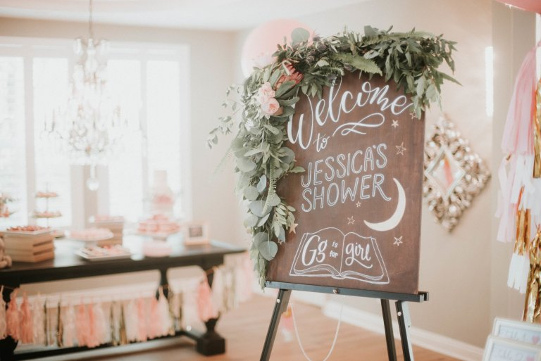 Floral baby shower welcome sign as part of an adorable vintage tropical baby shower via The Beauty Approach. #floral #babyshower #showerwelcomesign | https://www.roseclearfield.com