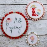 Spring embroidery hoop wreath decor: adorable floral spring stitched embroidery hoop set via Flamingo Toes #spring #embroideryhoops #homedecor