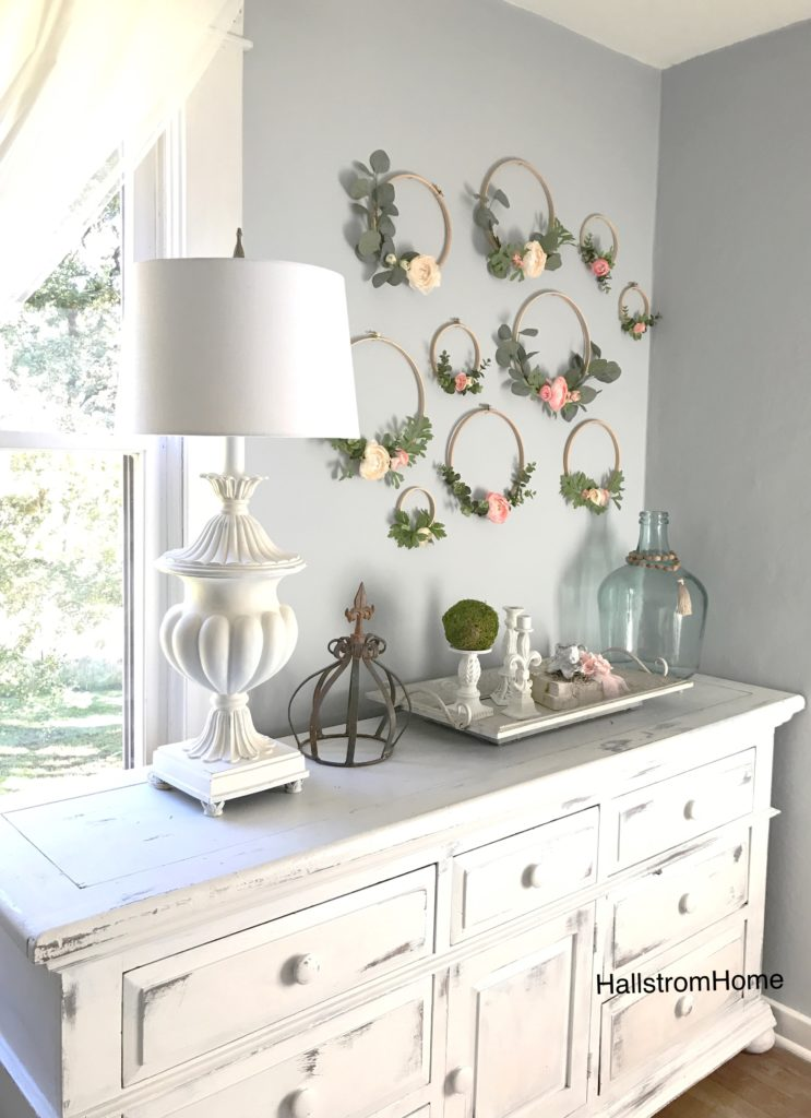 Spring embroidery hoop wreath decor: sweet collection of hoop wreaths perfect for a nursery via Hallstrom Home. #spring #homedecor #embroideryhoops | https://www.roseclearfield.com