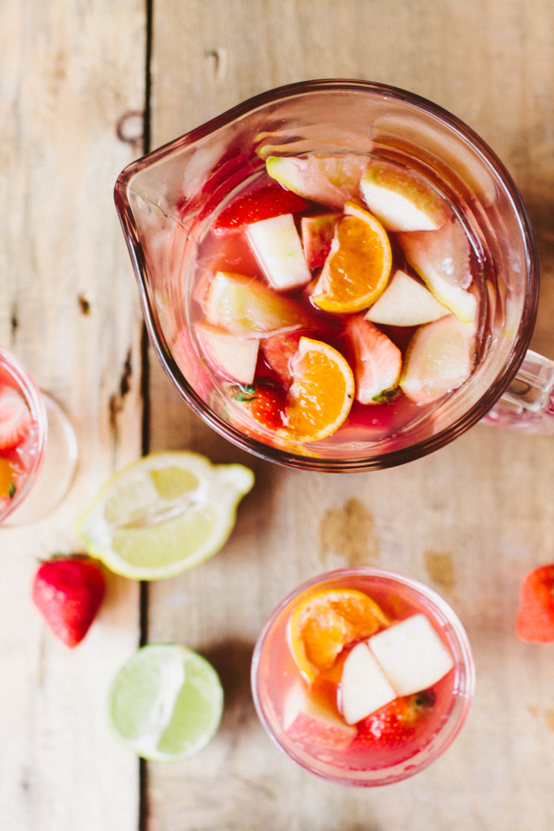 Non-alcoholic drinks for Easter: mock sangria packs a fruity punch without the alcohol, via Wallflower Kitchen. #mocksangria #fruitydrink #nonalcoholic | https://www.roseclearfield.com