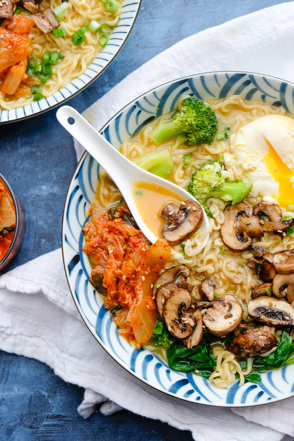 30 Healthy Ramen Noodle Recipes - Mushroom Ramen via Shutterbean | https://www.roseclearfield.com