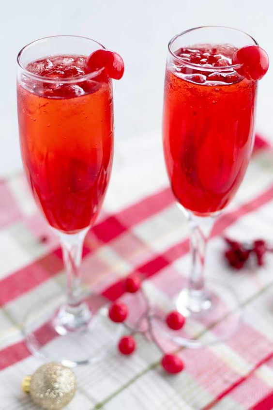 Non-alcoholic drinks for Easter: when choosing beverages for a holiday meal, you can't go wrong with classics like a Shirley temple, via Food Folks and Fun. #shirleytemple #nonalcoholic #Easter | https://www.roseclearfield.com