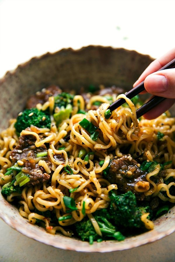 30 Healthy Ramen Recipes - Skillet Beef and Broccoli Ramen via Chelsea's Messy Apron | https://www.roseclearfield.com