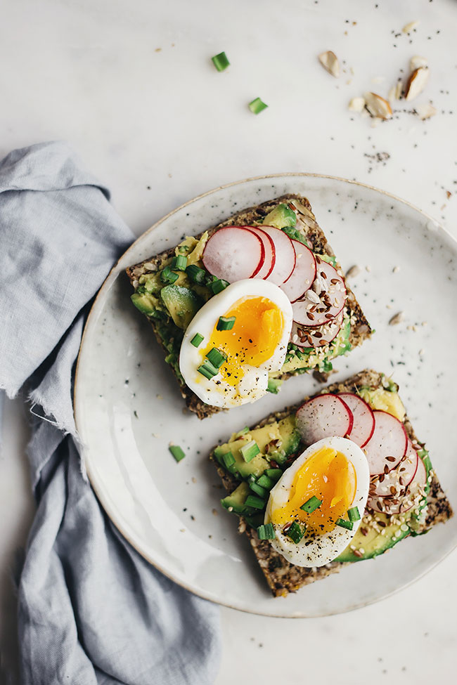 Avocado and egg sandwich with super seed bread. So healthy and flavorful! via The Awesome Green | https://www.roseclearfield.com
