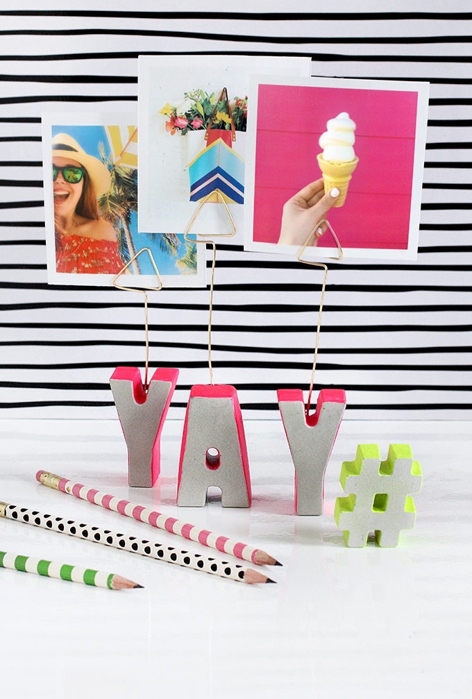 DIY cement letter photo holder via I Spy DIY. Such a fun decor piece! #photoholder #cementcraft #DIY | https://www.roseclearfield.com