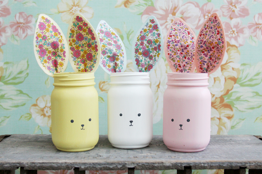 Pastel bunny mason jars with fabric ears. So sweet for Easter! via Flamingo Toes #Easter #DIY #masonjars   https://www.roseclearfield.com
