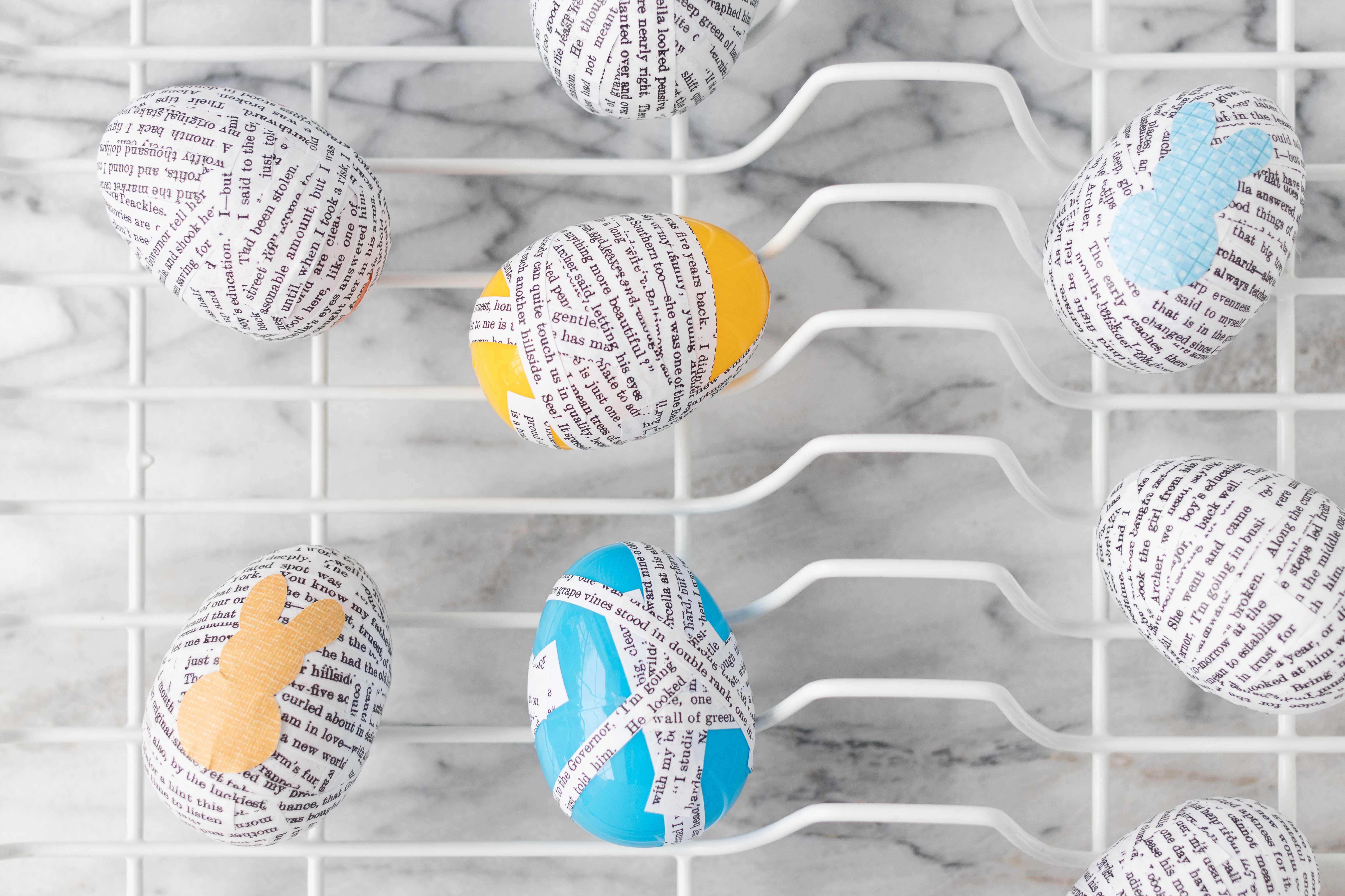A plastic drying rack is perfect for drying DIY plastic Easter eggs and other small craft projects! #DIY #crafts #craftinghack | https://www.roseclearfield.com