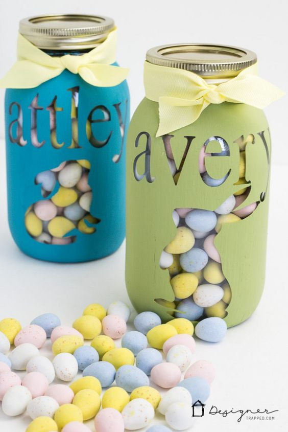 DIY personalized Easter mason jars are perfect for home decor or Easter basket treats, via Designer Trapped. #Easter #treatjars #masonjars   https://www.roseclearfield.com