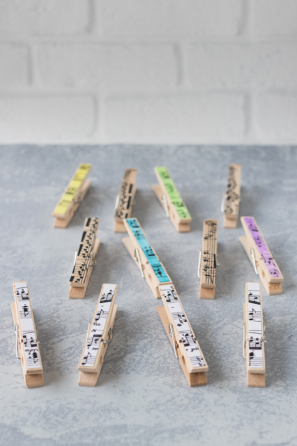 Learn how to make your own sheet music clothespin magnets! A fun whimsical home decor idea that comes together in minutes. #DIY #homedecor #sheetmusic | https://www.roseclearfield.com