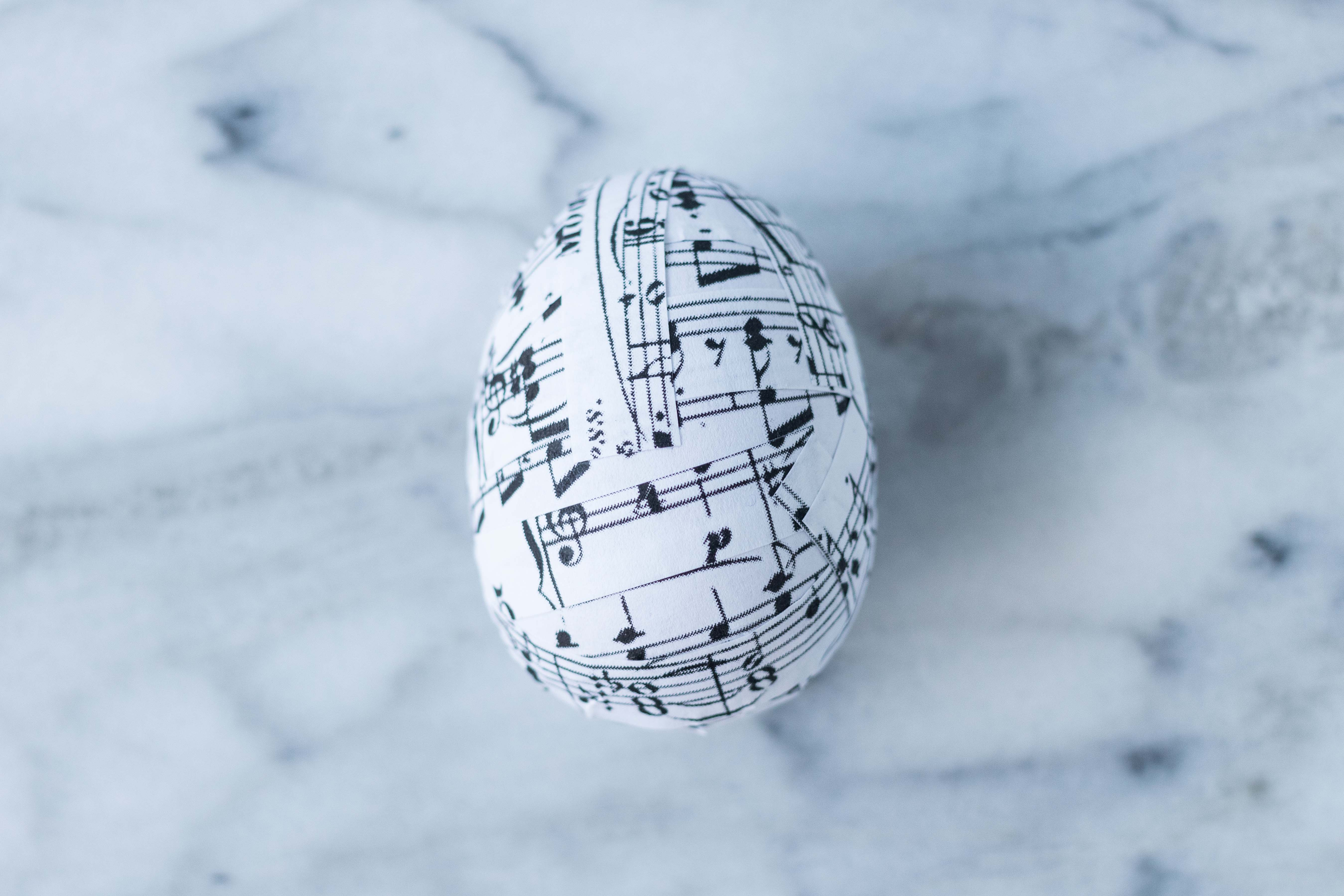 DIY Sheet Music Plastic Easter Eggs | https://www.roseclearfield.com