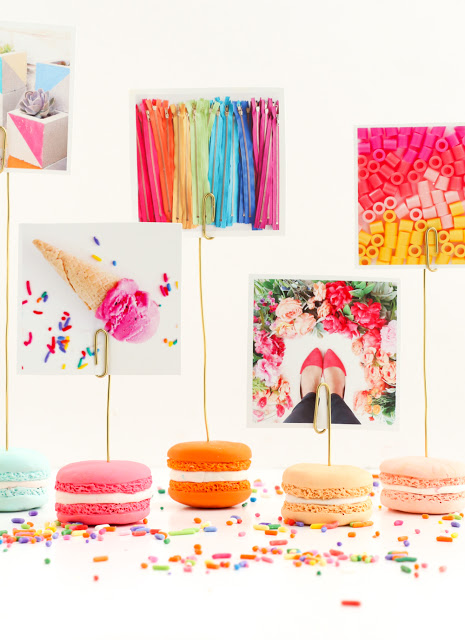 Faux macaron photo holders via A Kailo Chic Life. These macarons are so realistic! Such a whimsical home decor item. #fauxmacaron #photoholder #DIY   https://www.roseclearfield.com