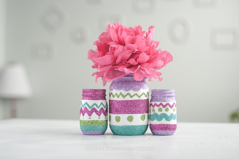 Glitter adds a fun touch to these Easter egg mason jars, via KA Styles. #Easter #masonjars #glittercraft   https://www.roseclearfield.com