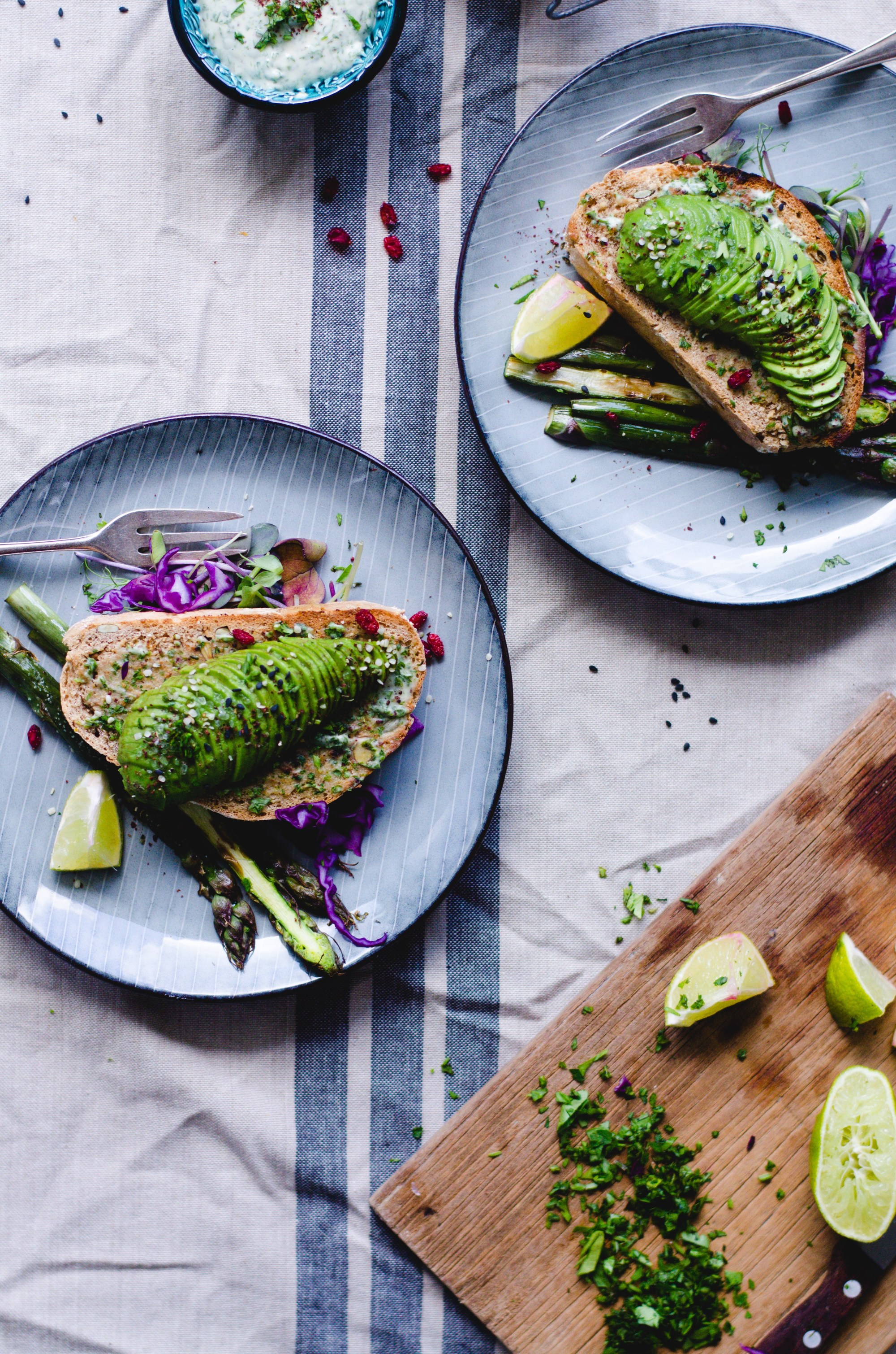 Tahini avocado toast with garlic asparagus. Bursting with flavor! via Fannie the Foodie #avocadotoast #garlicasparagus #healthyeating   https://www.roseclearfield.com