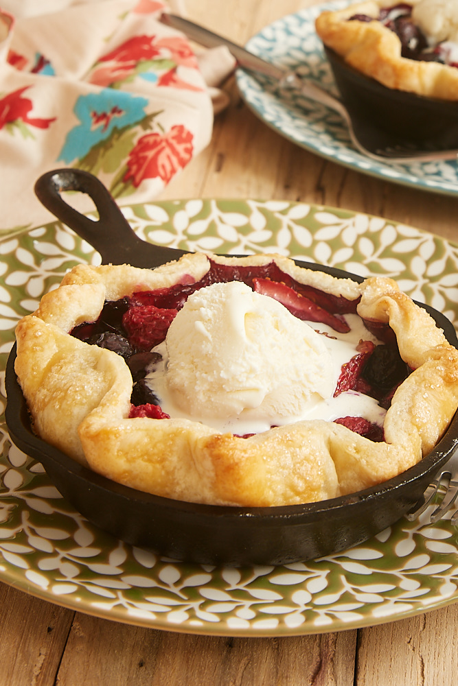 Mini skillet mixed berry pies for two. Delicious mixed berry dessert, perfectly portioned for two! #mixedberrypie #skilletpie #dessertfortwo | https://www.roseclearfield.com