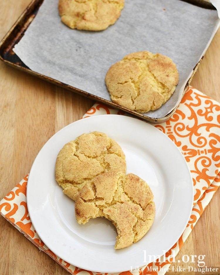 Snickerdoodle cookies for two via Like Mother Like Daughter. Delicious small-batch cookie recipe! #snickerdoodlecookies #smallbatchcookies #dessertfortwo | https://www.roseclearfield.com
