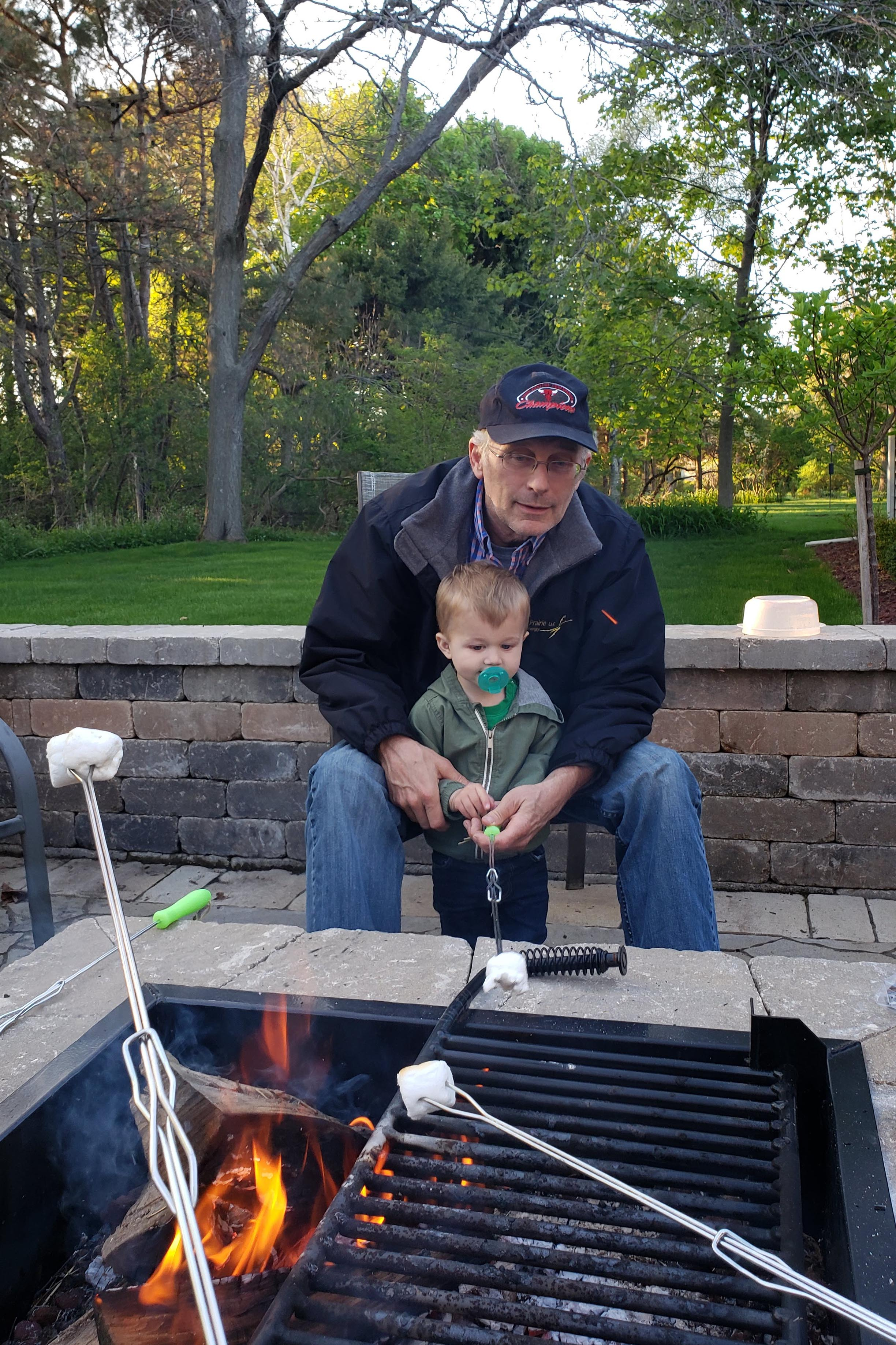 Memorial Day Weekend 2019 #MemorialDay #family #smores | https://www.roseclearfield.com
