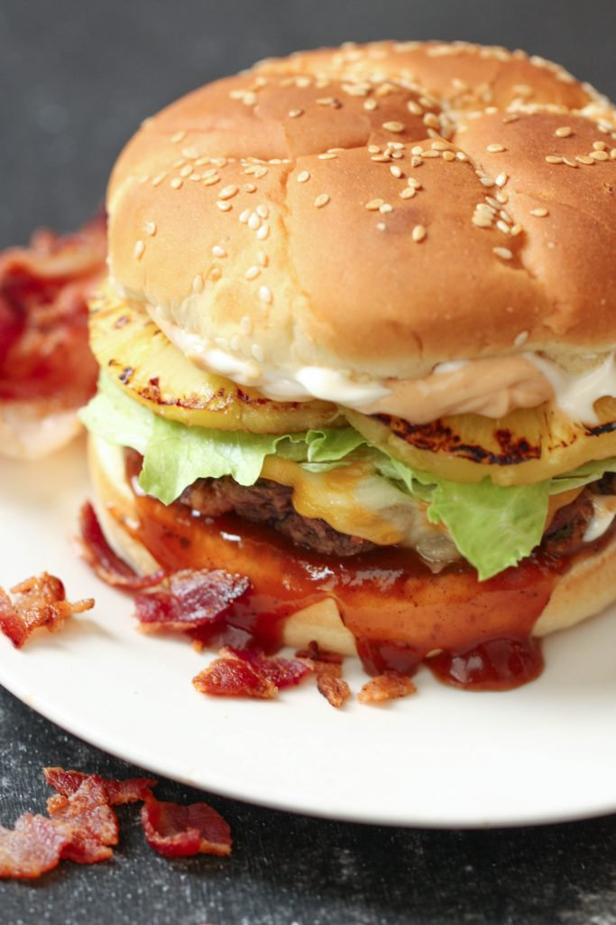 Bacon infused burgers via Six Sisters Stuff. Infuse the meet with bacon for outstanding flavor! #baconinfused #baconburger #grillingrecipe   https://www.roseclearfield.com