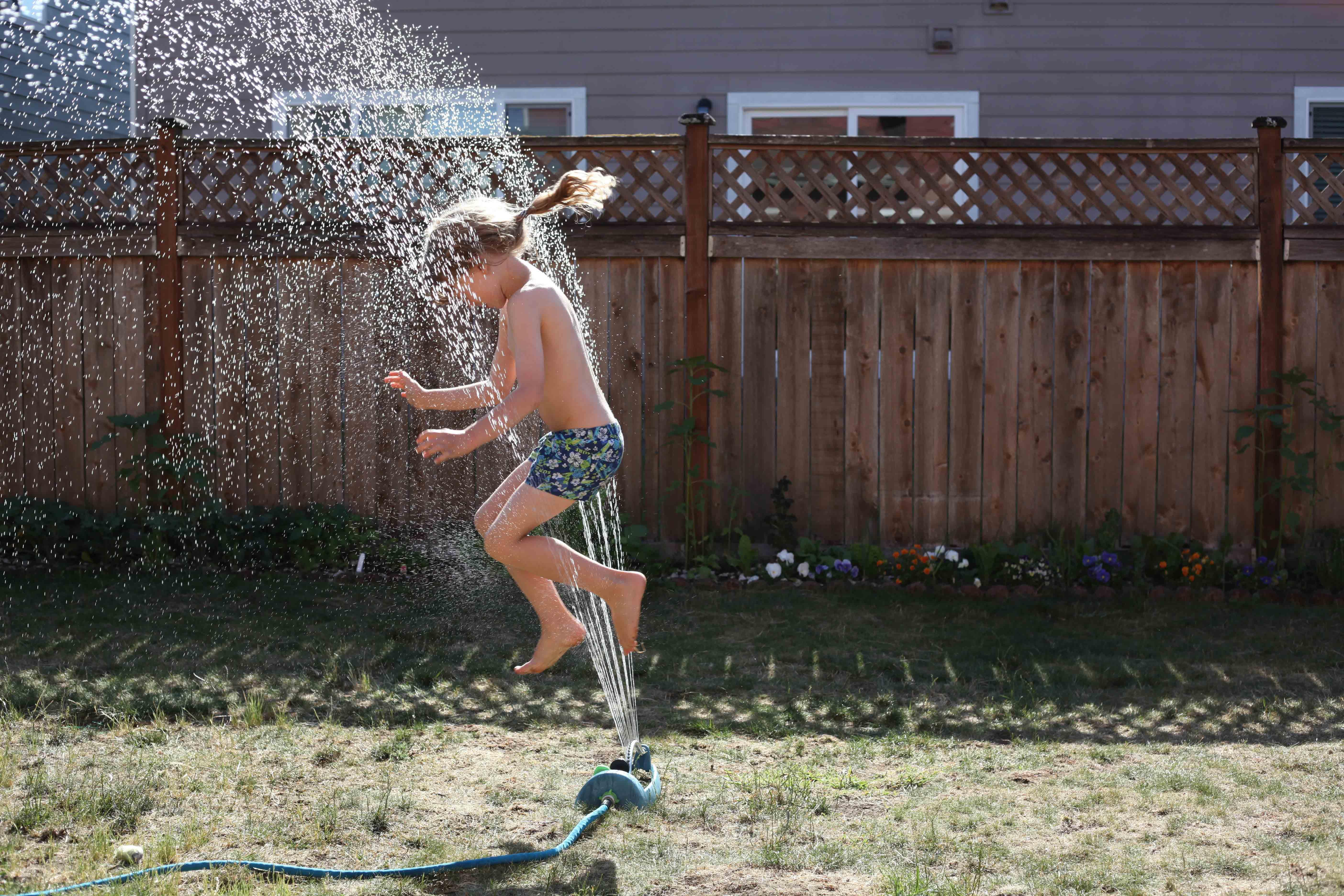 Backyard sprinkler action shot by Johan Bos via Pexels. #backyardfun #sprinkler #summer | https://www.roseclearfield.com