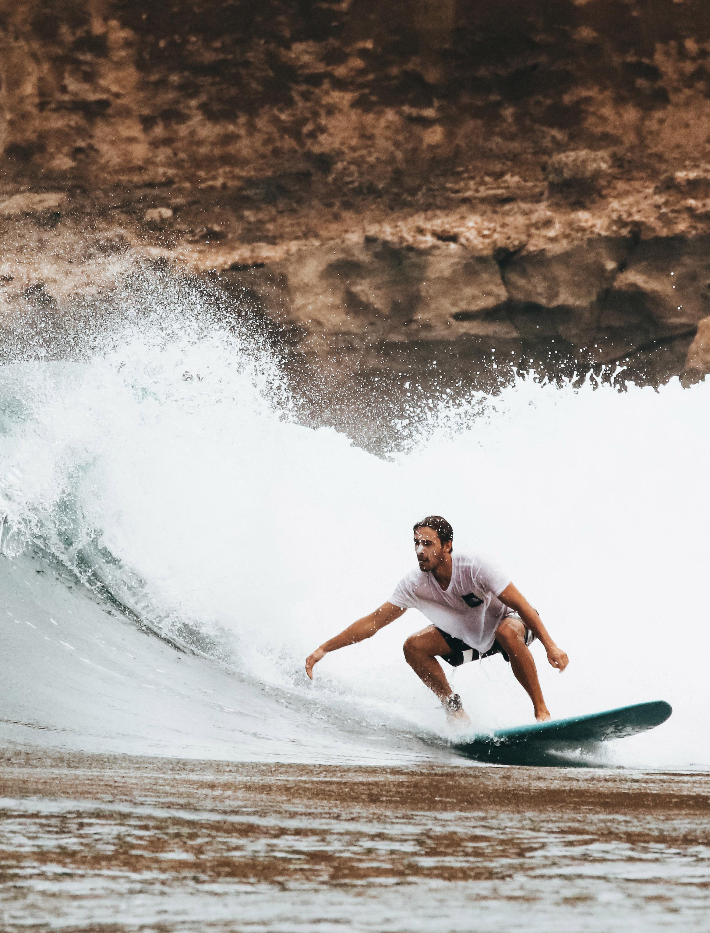 Man Surfing on Ocean Waves by Oliver Sjöström via Pexels #surfing #Hawaii #watersports   https://www.roseclearfield.com