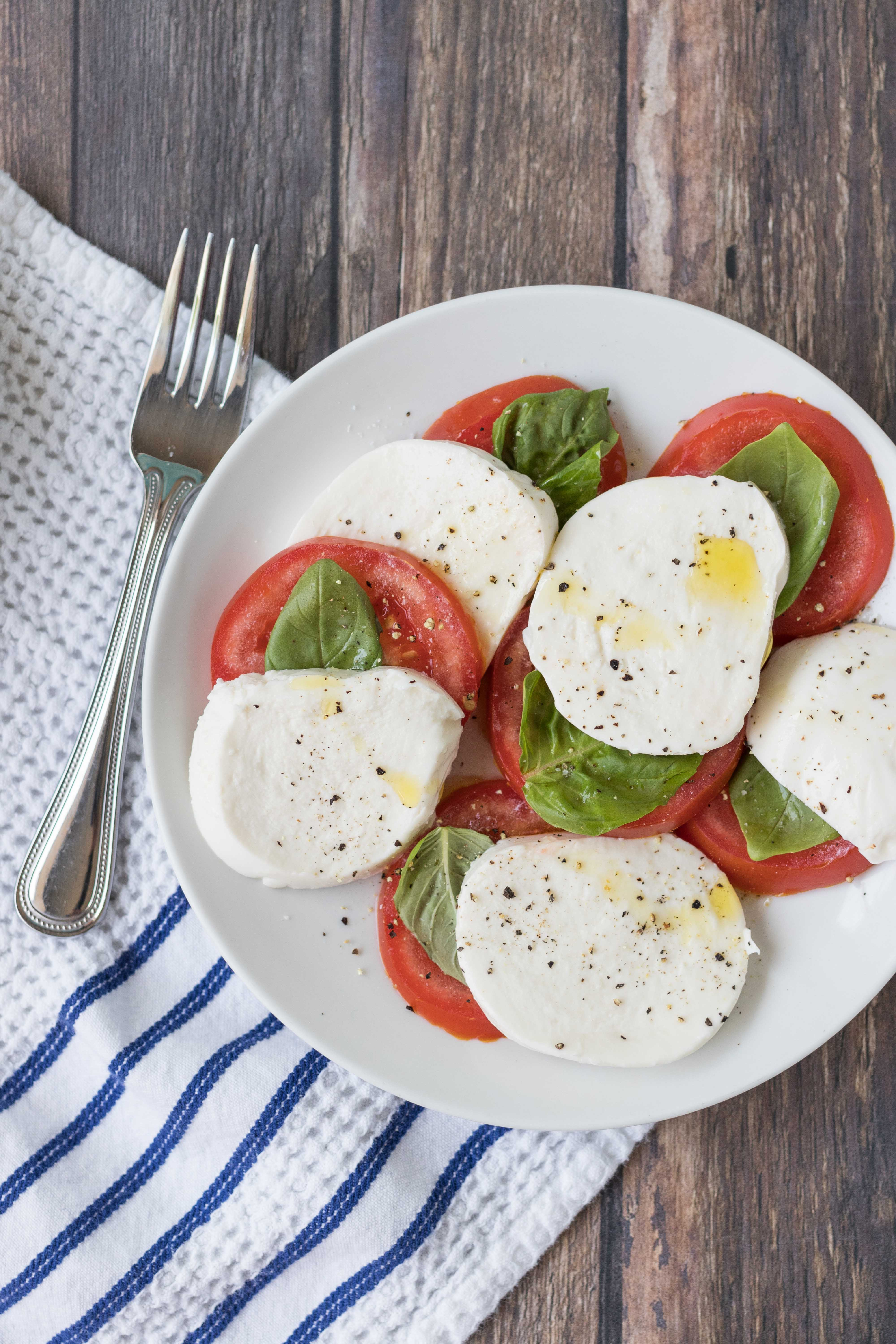 Caprese salad is an easy, flavorful summer recipe to use up fresh tomatoes and basil. #capresesalad #capreserecipes #summerrecipes | https://www.roseclearfield.com