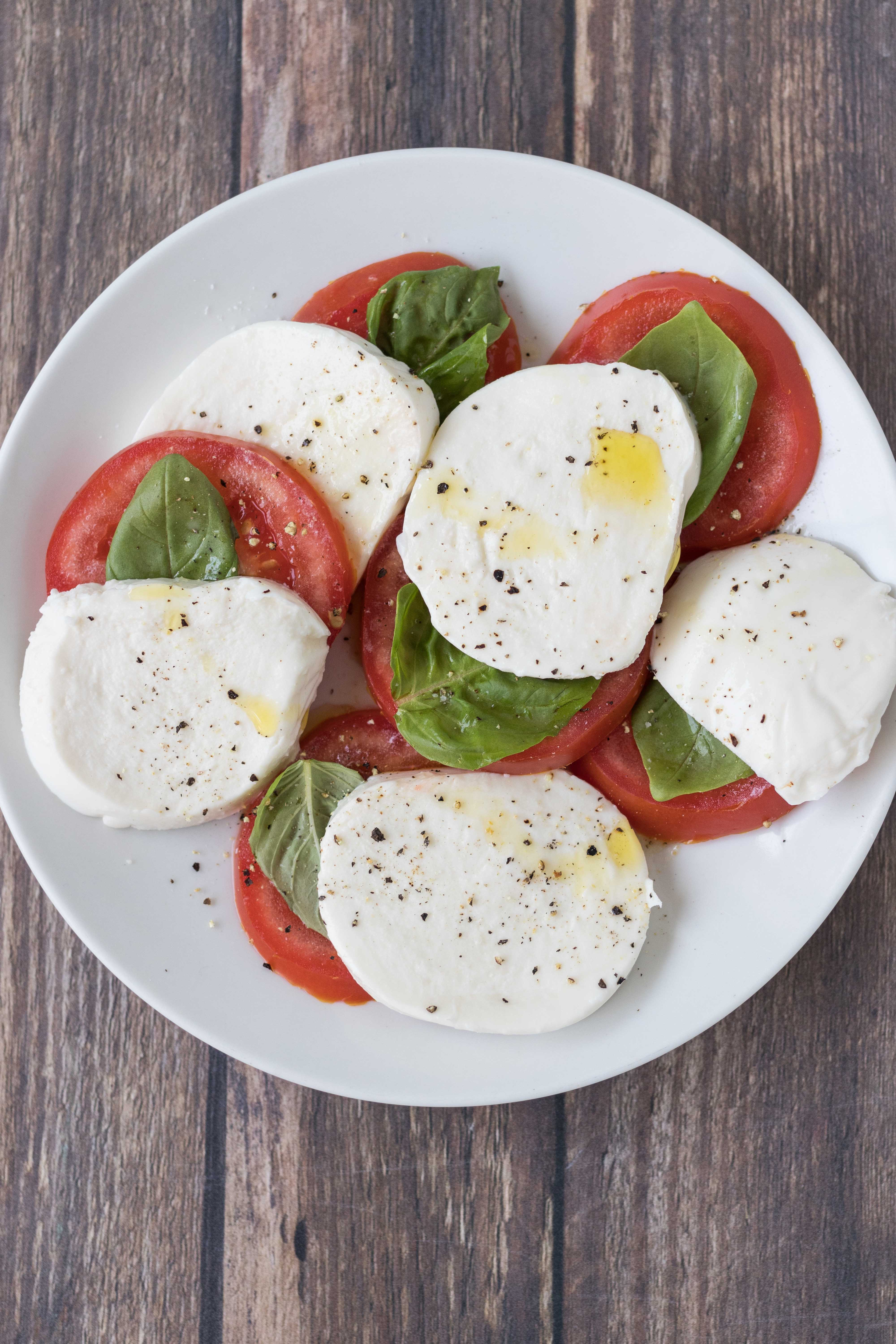 Caprese salad. Easy, healthy summer lunch or dinner! #caprese #capresesalad #capreserecipes | https://www.roseclearfield.com