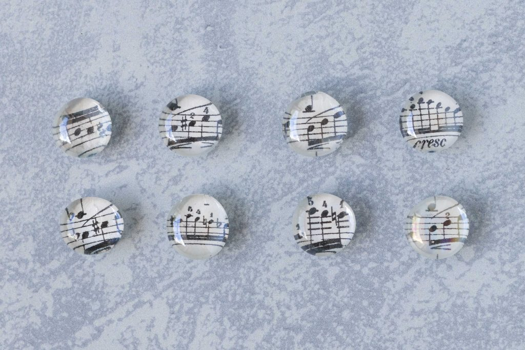 DIY decorative stone sheet music glass magnets. Easy, inexpensive home decor craft project! #DIY #sheetmusic #handmademagnets
